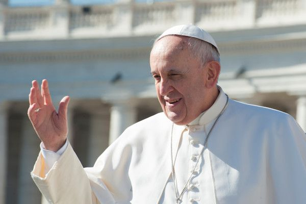 """De term missionarishouding moet verdwijnen. Dat zei paus Franciscus afgelopen zondag, tijdens een mis in de Sint-Pietersbasiliek. """"De Rooms-katholieke Kerk moet niet in verband worden gebracht met deze barbaarse vorm van seksualiteit"""", sprak de religieus leider. De oeroude positie, waarbij de vrouw op haar rug ligt en de man bovenop haar, werd in 1948 door de Amerikaanse seksuoloog Alfred Kinsey [...]"""