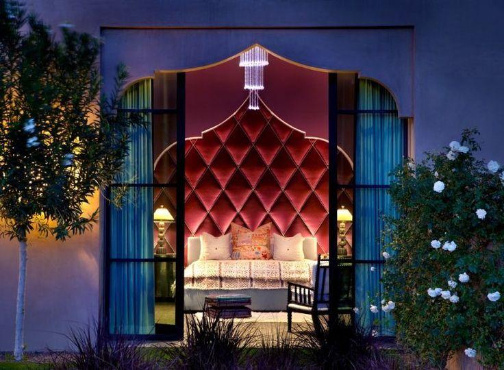 dco chambre orientale avec une tte de lit capitonne rouge interprtation de - Chambre Orientale Bleue