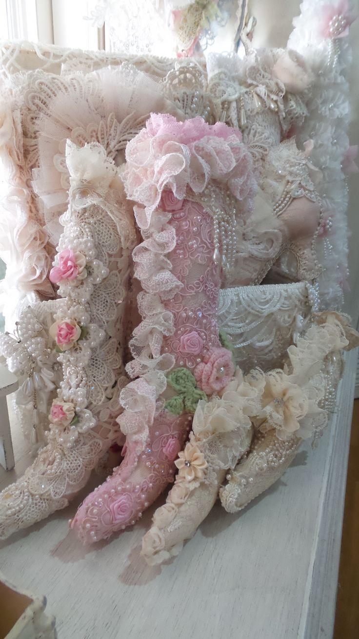Best 10+ Shabby chic pillows ideas on Pinterest | Vintage ...