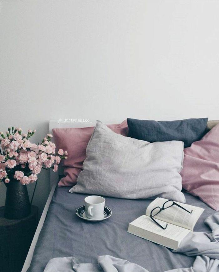 Les 25 meilleures id es de la cat gorie murs bleu fonc sur pinterest for Chambre mauve et beige