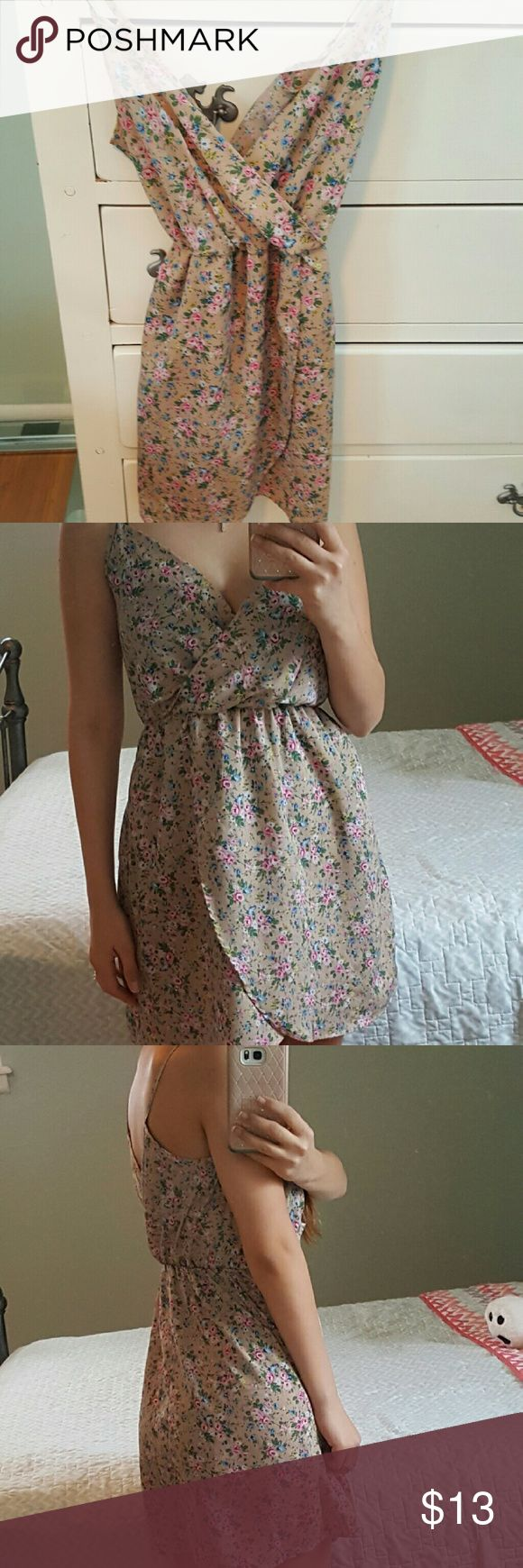 Dress Good condition Charlotte Russe short floral dress, color brown with pink flowers size:S Charlotte Russe Dresses Midi