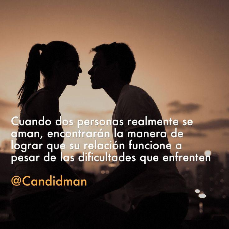 """""""Cuando dos personas realmente se aman, encontrarán la manera de lograr que su relación funcione a pesar de las dificultades que enfrenten"""". #Candidman #Frases #Amor"""
