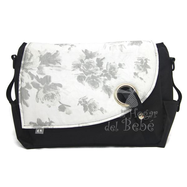 Bolso Negro con solapa de flores.  http://www.elhogardelbebe.com/