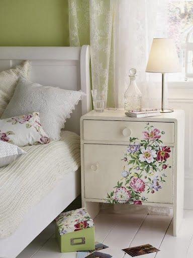 Hand painted chest of drawers     Inspiración para el fin de semana de hoy con estas lindas cajoneras con diseños pintados a mano! Una excel...