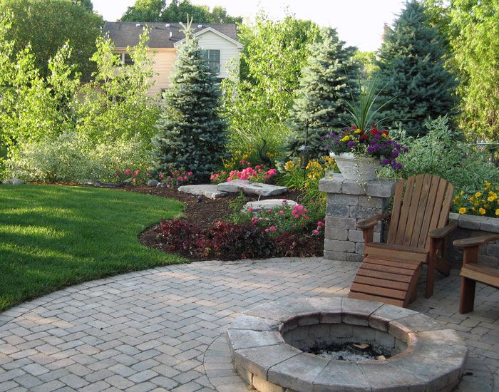 Top 25 best backyard landscaping ideas on pinterest for Small patio landscaping