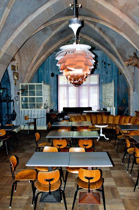 Restaurant Ø Berlin Kreuzberg, chairs by Egon Eiermann, lighting by Poul Henningsen, Endless Sofa by de Sede