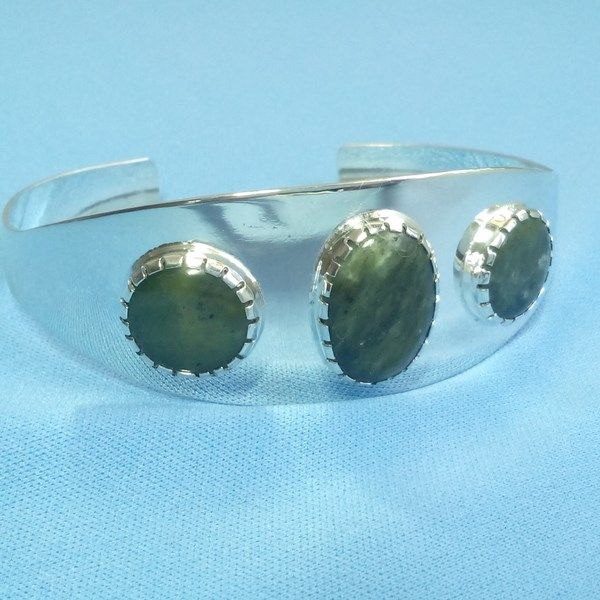 Bracelet rigide Maya en argent massif et jade