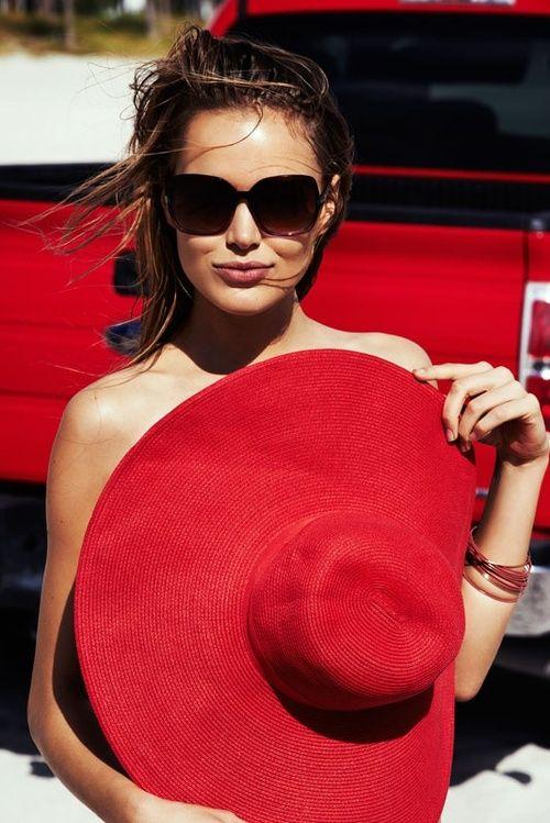 Chapéu de praia Vermelho é na Chá de Mulher #chapeuvermelho #chapeudepraia…
