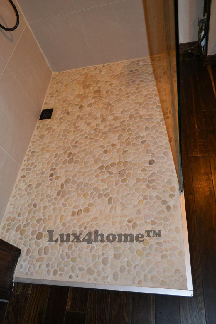 Otoczaki pod prysznicem - brodzik z otoczaków Maluku Tan 30x30 o d Lux4home™. Równa powierzchnia mozaiki + odpowiednia siatka, która nie zgnije. Do tego gwarancja 5 lat.