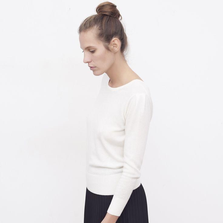 Pull femme cachemire Louise écru - MAISON BRUNET - http://maisonbrunet.com/product/pull-cachemire-louise-ecru?ref=category-femme  #cachemire #cashmere #knit #knitwear #details #femme #woman #madewithlove #conçueaparisavecamour