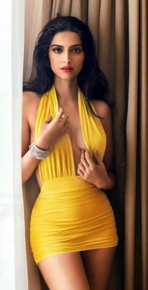 Sexy yellow dress-Sonam Kapoor ♥