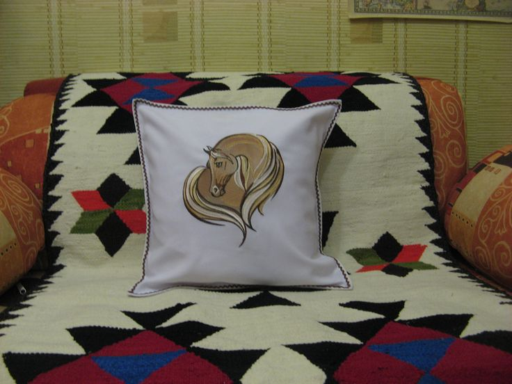 подушка, машинная вышивка. аппликация
