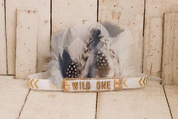 Wild One-wit grijs en gouden veren hoofdband Indie