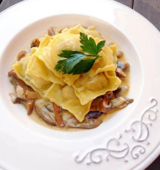 Raviolis Rellenos De Boletus En Salsa De Níscalos Receta Recetas Salsas Para Pastas Recetas De Pastas Setas Recetas