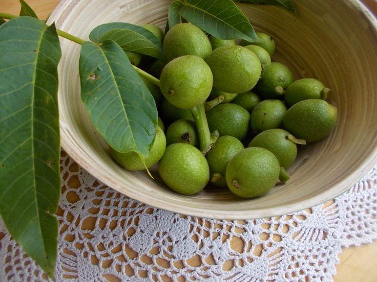 Smaki prowincji: Orzechówka - nalewka domowa na zielonych orzechach