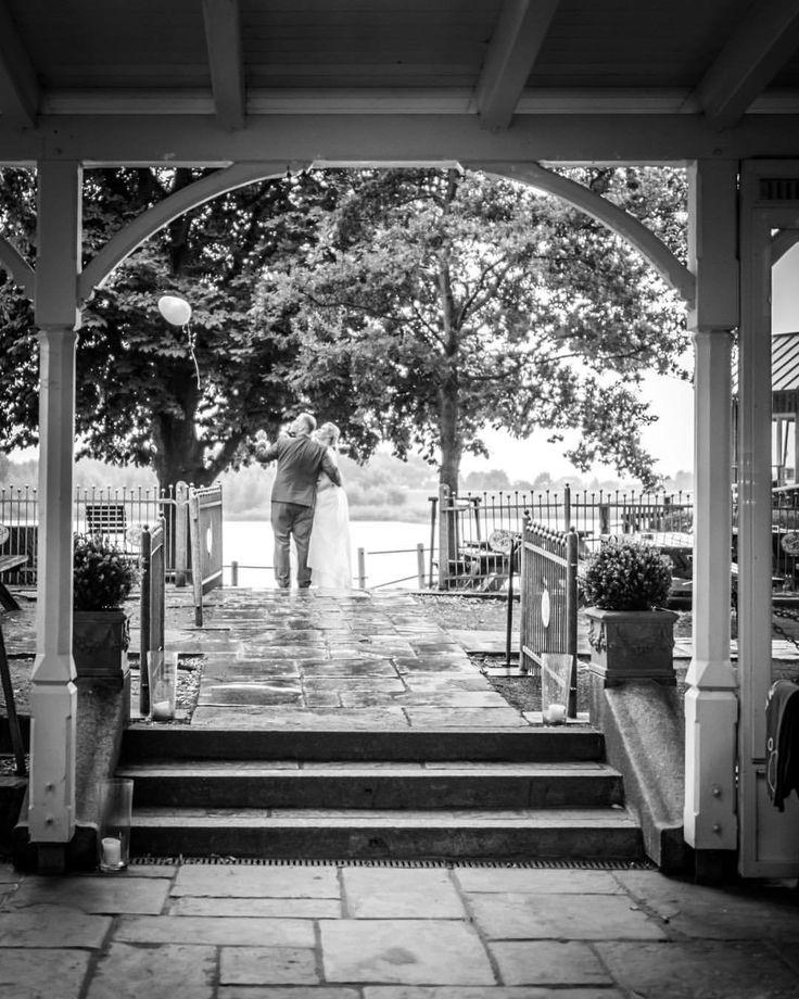 Ein kleiner Moment der Zweisamkeit… 💕 #weddingday #thesemoments #takeyourtime #momentstoremember (hier: Zollenspieker Fährhaus)