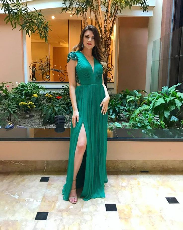 CRISTALLINI #EveninglDress #GreenDress #Silk #WomensFashion #Style #Inspiration #Fashion #Glamour #Elegance #StyleInspiration #HighFashion