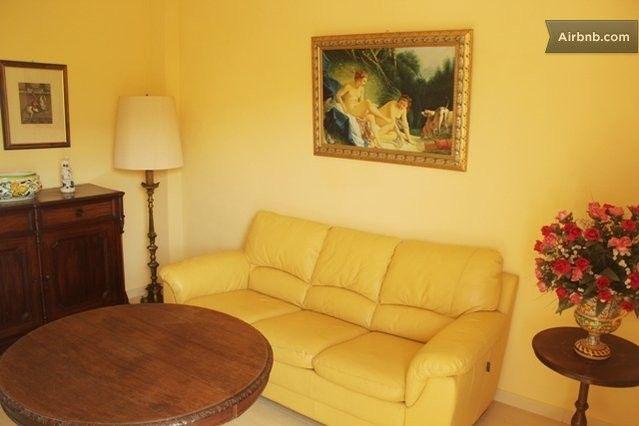 Casa Rosemarine. Divano letto matrimoniale.  Double sofa-bed.