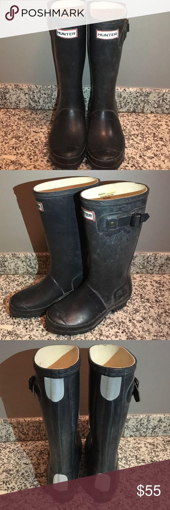 ☔️💦 KIDS HUNTER RAIN BOOTS 💦☔️ ☔️💦 Kids HUNTER Rain Boots 💦☔️ Size 2. Matte Navy. Reflectors on Back. Only wore a few times. Like New. Unisex Hunter Boots Shoes Rain & Snow Boots