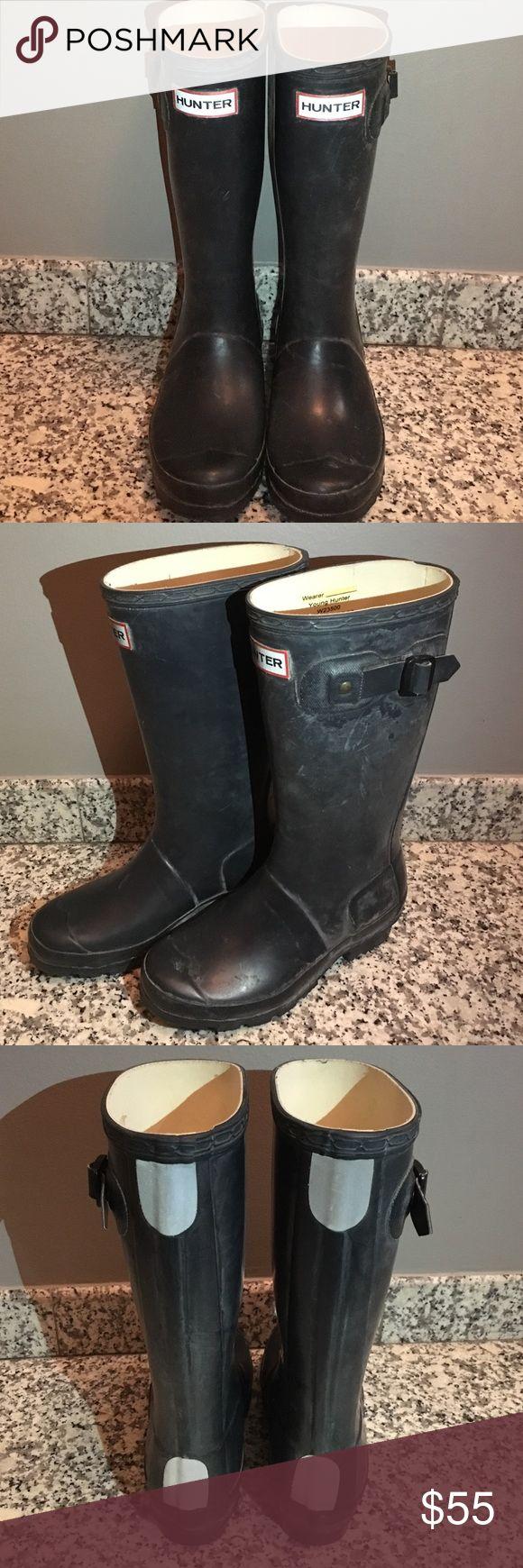 ☔️💦 KIDS HUNTER RAIN BOOTS 💦☔️ ☔️💦 Kids HUNTER Rain Boots 💦☔️ Size 2. Matte Navy. Reflectors on Back. Only wore a few times. Like New. Unisex Hunter Boots Shoes Rain & Snow Boots