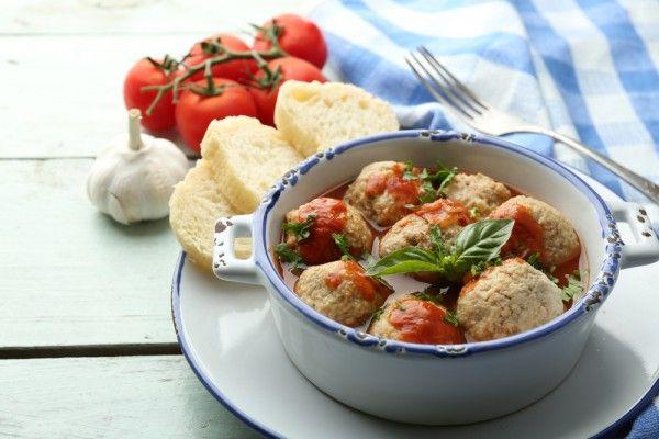 Куриные фрикадельки в томатном соусе, ссылка на рецепт - https://recase.org/kurinye-frikadelki-v-tomatnom-souse/  #Мясо #Рецептыдлядиабетиков #Рецептынаскоруюруку #блюдо #кухня #пища #рецепты #кулинария #еда #блюда #food #cook