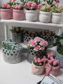 Miniature flower pots.