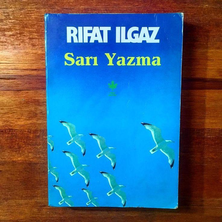Sanırız Ilgaz'ın bu son romanı yalnız 1940 kuşağının serüvenini değil,gerçekçi edebiyatımıza ve yazarlarımıza büyük bir soluk aşılayacak. Direnerek yaşamanın  ve yazmanın ne olduğu bir kez daha bellenecek.  Doğan Hızlan  Rıfat Ilgaz'ın hayatı gerçekten roman... Hastane,mapushane,basımevleri arasında yaşanan bu roman bir dönem Türkiye'sinin acı gerçeklerini ve gerçek kişilerini kapsayarak sürüyor.  İlhan Selçuk - 20 TL - 1992 Basım - 399 Sayfa -  #edebiyat #sanat #book #books #bookstagram…