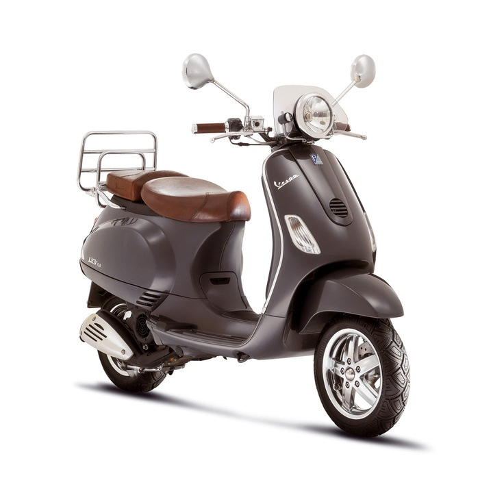 Vespa GTV and LXV, 2006 – Conceived to celebrate an absolute legend in the world of two wheelers, the Vespa LXV and Vespa GTV repeat and reinterpret the most distinctive elements of '50s and '60s styling in form and function. The Vespa GTV, available with 125 and 250 cc engines, stands out for its headlight mounted on the mudguard just as the original 1946 prototype.