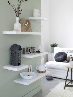 Un mur en total look vert de gris avec une touche de blanc...c'est très frais et ça structure l'espace #decocrush