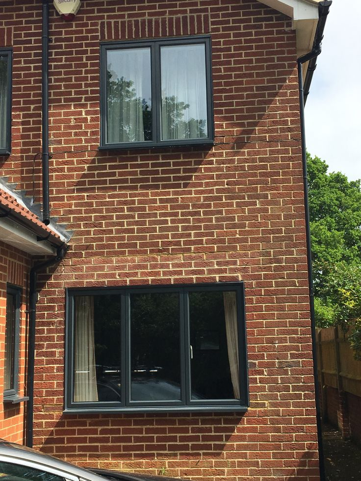 Aluminium windows in anthracite grey (white inside).  Fixed casements are dummy sashed to create equal sightlines.