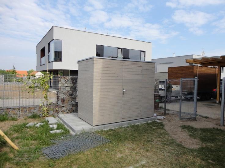Zahradní domek na nářadí NATURHOUSE S4 - velký 2,75x1,5 m. Domek je z palubkových prken, natřený lazurou v odstínu Silbergrau.