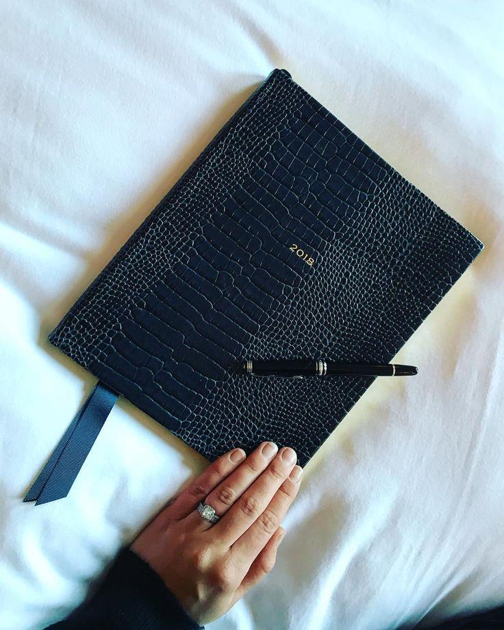 いいね!73件、コメント5件 ― Lisa Pennyさん(@lisa__penny)のInstagramアカウント: 「New year, new diary @smythson 💫 One of my favourite presents」