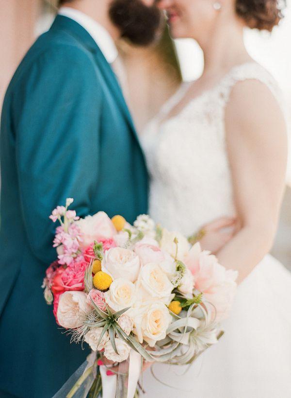 Peach and coral bouquet    #wedding #weddings #weddingideas #aislesociety #realwedding #springwedding