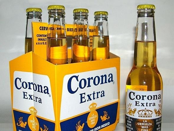 Cerveja Corona perfeita com um limãozinho.