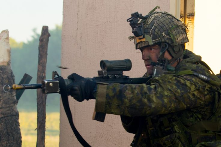 Canadian soldier takes part in a simulated battle during Exercise Maple Resolve 17 at Camp Wainwright in Alberta Canada May 28 2017 [1000667]