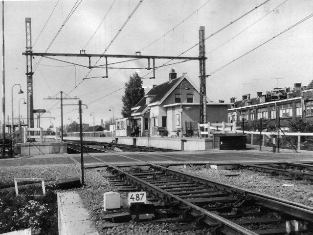 Station Kleiweg. Het is mij niet bekend wanneer de naam Station Schiebroek is veranderd in Station Kleiweg. Later Halte Kleiweg.