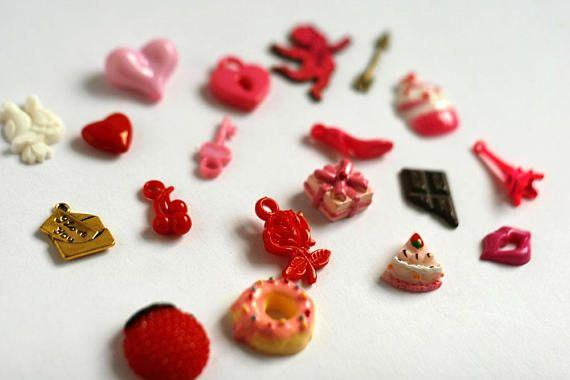 Valentines day theme trinkets for I Spy bag, I spy bottle and other games or crafts. This set created with mix of charms, beads, buttons and miniatures.  QUANTITY: 20 trinkets MATERIALS: Plastic, resin, alloy, wood SIZE: 1-3 cm (3/8- 1 inch)  SHIPPING Ships from Israel with registered air