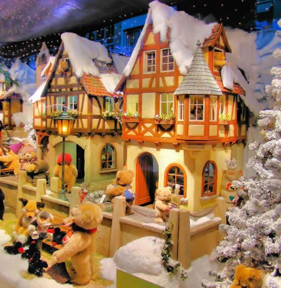 25+ Best Ideas About Christmas Store Displays On Pinterest