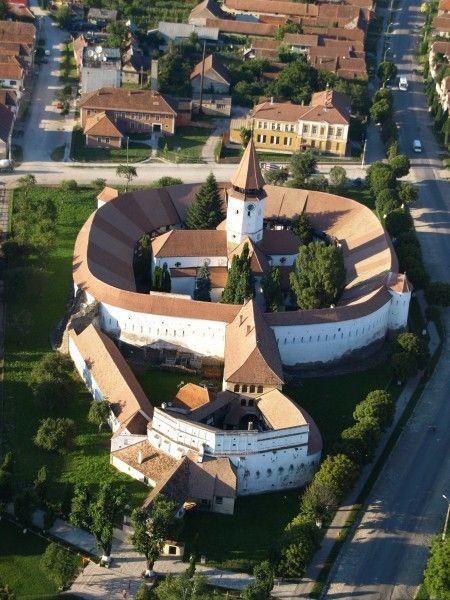 Harman Fortified Church, Transylvania, Romania www.romaniasfriends.com /  TOURS  /  The Saxon treasures of Transylvania.