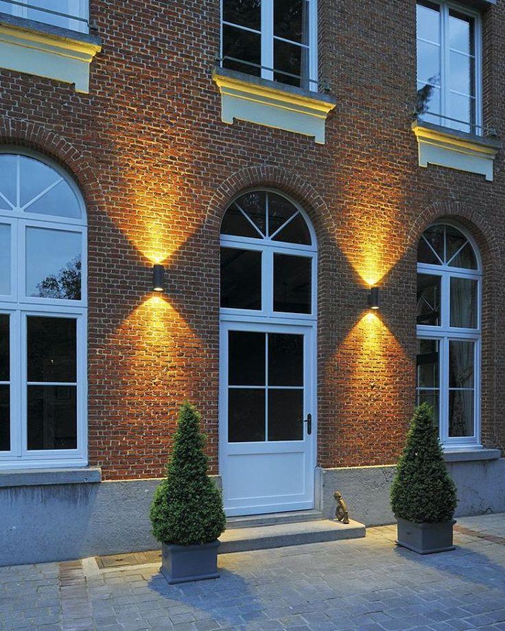 ENOLA_C OUTDOOR UP & DOWNLIGHT  Mit den Up & Downlights von SLV erzeugen Sie ganz besondere Lichteffekte. Mit dem Schutzfaktor IP 55 ist ENOLA_C optimal für den Außenbereich geeignet. Die Leuchte ist in anthrazit oder weiß erhältlich. ➡https://www.mein-leuchtenshop.de/aussenleuchten/wand-und-deckenleuchten/wandleuchten-up-down/5537/enola-c-led-outdoor-wandleuchte…