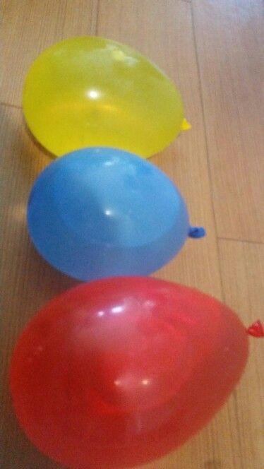 <C>水風船。水の入れ具合で様々な形ができておもしろい。