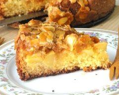 Tarte suisse aux pommes et sa couche croquante au caramel et amandes effilées