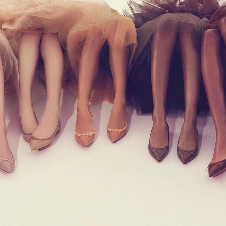 Que abril venha cheio de motivos pra gente celebrar & dançar Sapatilhas nudes feitas sob medida para cada tom de pele: adorei a ideia e vocês? ;)  #bomdia #carpediem by daniferrazmoda