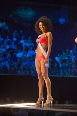 Miss Universe Brazil 2016 competes on stage in Yamamay swimwear featuring footwear by Chinese Laundry during the 65th MISS UNIVERSE® Preliminary Competition at the Mall of Asia Arena on Thursday, January 26, 2017. HO/The Miss Universe Organization  #MissUniverse2016, 65th Miss Universe, Preliminary Show, Presentation Show, Swimsuit, #Yamamay , Swimwear, Chinese Laundry #TomStarkweather