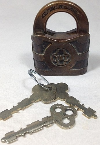 Vintage YALE TOWNE MFG PADLOCK ~ Antique Y Lock & Key