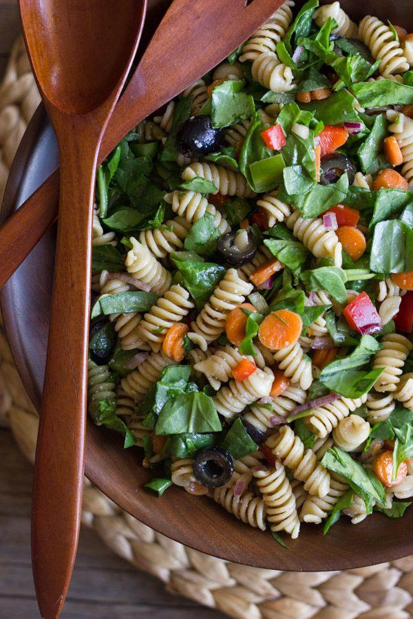 Espinaca picada y ensalada de pasta con vinagreta balsámica - clásico ensalada de pasta de verano aligeran para arriba!