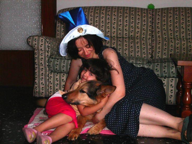 """Mg Meg Giannone – facebook: #tiKonservo Un'estate di 10 anni fa, quando la mia nipotina e il mio cane mi hanno condotto alla ricerca della mia bambina interiore attraversando un bosco, il buio e la paura in compagnia di un libro, """"Via dal nido"""" di R. Bach e di un cappello da fata."""