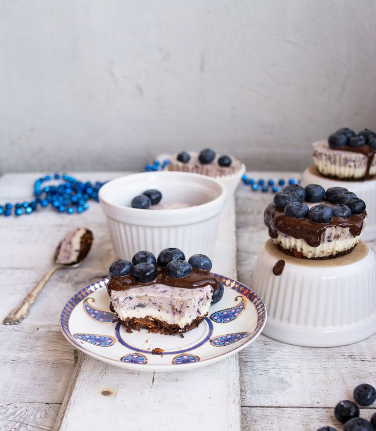 Cheesecake with blueberries and lavender,
