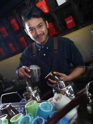 :: Muhammad Aga, The Talended Barista from Tanamera Coffee :: CLEO.co.id! ::