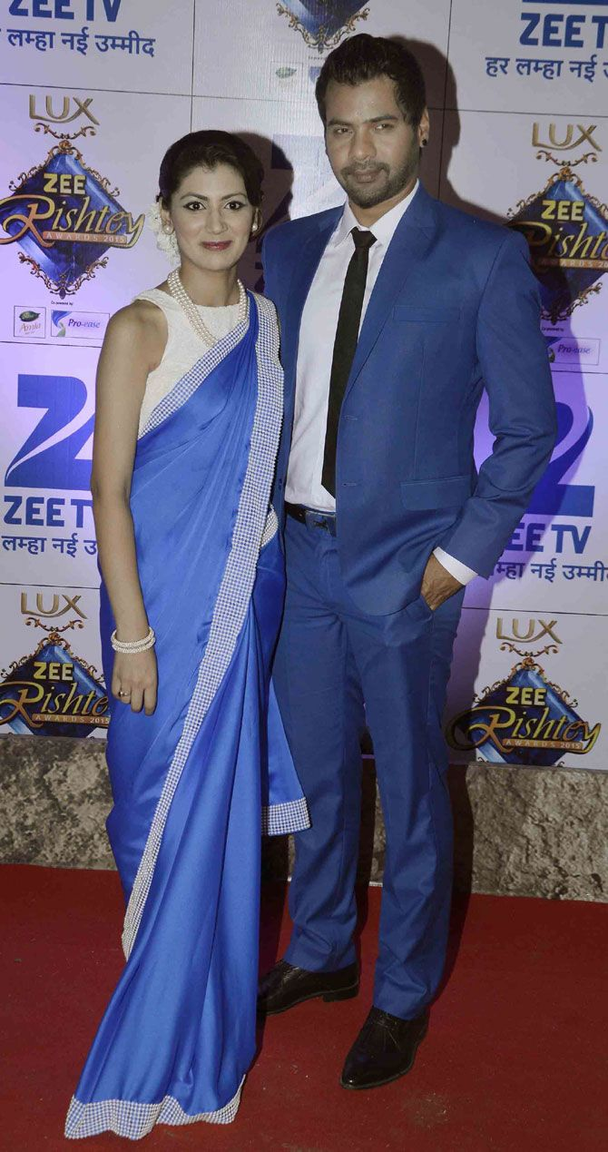 Shabbir Ahluwalia and Sriti Jha at the Zee Rishtey Awards 2015. #Bollywood #Fashion #Style #Beauty #Desi #Saree